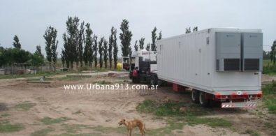 Camión que llegó a Leones con container de equipos.